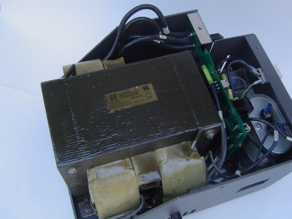 Ferroresonant CATV power supply
